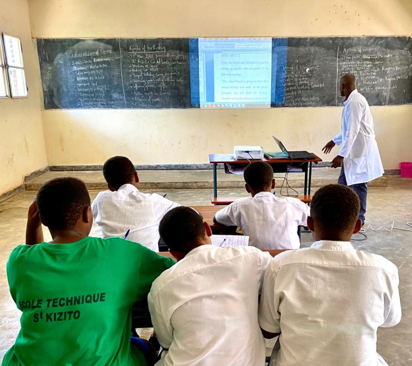 ETSK English Teacher at projector